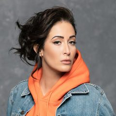 « Photos » : le nouveau single de Kenza Farah !