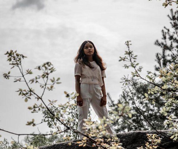 «Je veux» : le nouveau clip acoustique de Nilusi
