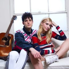Jake and Fanny : Le duo, qui se fait remarquer avec son single «Hold on to me», se raconte en vidéo !
