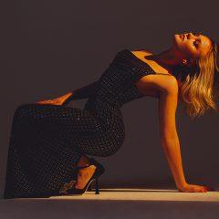 Presque 4 ans après son album événement, Zara Larsson revient avec «POSTERGIRL» !