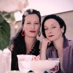 «Allez Souris» devant le nouveau clip du singulier duo DELINQUANTE !